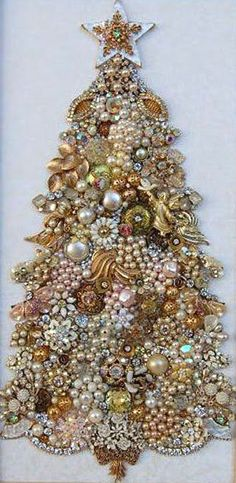 This year I will collect baubles, jewels, brooches, broken jewelry and more from our flea market trips to make a stunning tree like this one for Christmas 2016 (Holiday Goals)