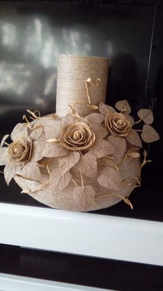 Jute Flowers, Fabric Flowers, Art N Craft, Craft Work, Wine Bottle Crafts, Bottle Art, Snake Crafts, Primitive Garden Decor, Twine Crafts