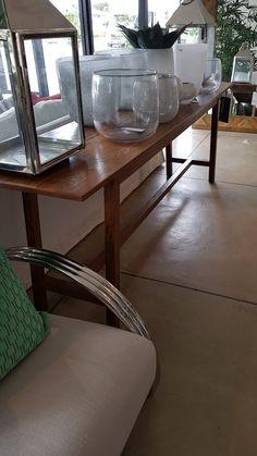 Oak table vould be used as a desk in office Oak Table, Furniture Manufacturers, Furniture Outlet, Outlets, Entryway Tables, Desk, Home Decor, Oak Desk, Desktop