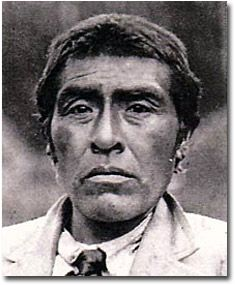 Ishi was the last survivor of the Yahi people of Northern California. He watched his tribe and family die until only was left. He emerged from the foothills near Redding and walked into a bustling post-Gold Rush California. Native American Photos, Native American Tribes, Native American History, American Indians, Indian People, California History, Native Indian, Historical Pictures, Before Us
