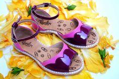 Sandalias Divina Primavera, diseñadas para caminar entre las flores.
