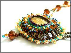 braune Medaillonkette - Seitenansicht gross
