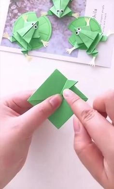 #diy #paper #craft #ideas Cool Paper Crafts, Paper Crafts Origami, Diy Paper, Diy Crafts Hacks, Diy Crafts For Gifts, Stick Crafts, Halloween Crafts, Christmas Crafts, Diy For Kids