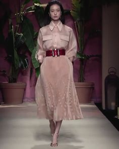"""Coral Shirt and Coral Accordion Medium Long Skirt. Runway Show """"Rendez-vous in Marrakech"""" by Luisa Spagnoli Vogue Fashion, Fashion Week, Fashion 2020, Runway Fashion, Style Couture, Couture Fashion, Camisa Coral, Modest Fashion, Fashion Dresses"""