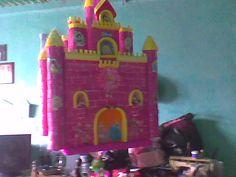 Piñatas de castillo de princesas - Imagui