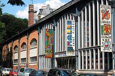 La Halle Saint-Pierre est un musée consacré à l'art brut, singulier, outsider. Il est situé à Paris, au pied de la butte Montmartre dans une ancienne halle de style Baltard,  http://fr.wikipedia.org/wiki/Halle_Saint-Pierre