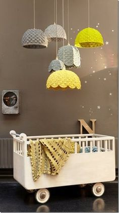Para quem é fã de tricô e está pensando em como decorar o quarto do baby.