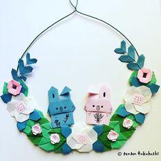うさぎさんとお花🐰🌸 チョット色合いさみしかったかな? Two rabbits and flowers. #garland #papercraft #origami #wreath #wreathflower #rabbit #paperflower #interiordecorating #walldecor #折り方 #ペーパークラフト #ペーパーフラワー #うさぎ #リース #ガーランド #壁飾り #インテリア #たかはしなな #nanatakahashi