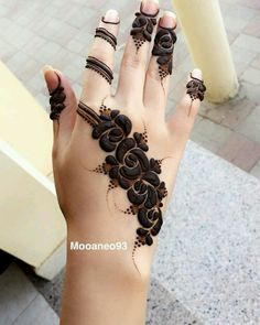 Explore latest Mehndi Designs images in 2019 on Happy Shappy. Mehendi design is also known as the heena design or henna patterns worldwide. We are here with the best mehndi designs images from worldwide. Latest Mehndi Design Images, Khafif Mehndi Design, Mehndi Designs For Kids, Finger Henna Designs, Stylish Mehndi Designs, Mehndi Design Pictures, Wedding Mehndi Designs, Mehndi Designs For Fingers, Beautiful Mehndi Design