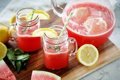 Cea mai bună limonadă din lume, din pepene roșu. Rețeta este foarte simplă - IMPACT Strawberry Basil Lemonade, Honey Lemonade, Flavored Lemonade, Homemade Lemonade Recipes, Blueberry Lemonade, Watermelon Lemonade, Turmeric Lemonade, Sweet Tea Vodka, Coffee Milkshake
