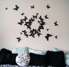 déco murale DIY dans la chambre de fille ado - des papillons en papier noir 3D