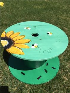 wire spool table. Getting creative and painting furniture