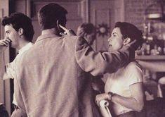 Matthew Perry, David Schwimmer et Courtney Cox Friends Tv Show, Chandler Friends, Serie Friends, Joey Friends, Friends Cast, Friends Moments, Cute Friends, Friends Forever, Friends Actors