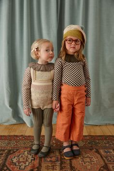 Bohemian Kids Outfit can be an alternative for a simple yet adorable outfit. Remember that the kids will love to move a lot, so this simple one is actually good for her movement. Little Girl Fashion, Toddler Fashion, Kids Fashion, Winter Fashion, Bohemian Kids, Misha And Puff, Outfits Niños, Image Fashion, Kid Styles