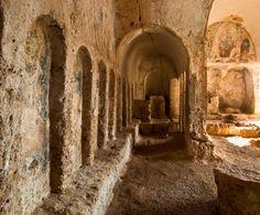 Giochi di #archi e #volte a botte nella #chiesa di #lamadantico.  ---- #Puglia #civiltàrupestre #grotte #WeAreInPuglia #VisitPuglia #ScopriLaPuglia #DiscoverPuglia