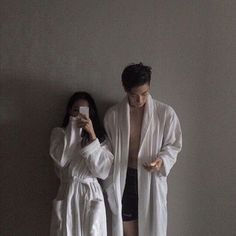 ) wow, lucky girl >_> im jealous Korean Couple, Korean Girl, Girl Couple, Sweet Couple, Couple Photoshoot Poses, Couple Aesthetic, Asian Love, Im Single, Ulzzang Couple