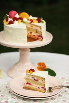 Quickly conjured up, but chased by the rain - Peach Melba cake - Maren Lubbe - F . - Quickly conjured up, but chased by the rain – Peach Melba cake – Maren Lubbe – Delicious deli - Summer Cakes, Summer Desserts, Summer Recipes, Peach Cake, Plum Cake, Dessert Oreo, Famous Desserts, German Baking, Peach Melba