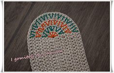 See related links to what you are looking for. Crochet Sole, Crochet Purses, Crochet Granny, Knit Crochet, Crochet Bags, Crochet Diagram, Crochet Chart, Camilla, Diy Crafts Love