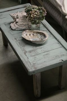 I love this beachy, weathered look AND color for dining room table. A PLUS: the paint is chalk paint by Anne Sloan Chalk Paint.