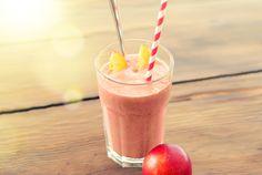Überschäumende Freude: Mit diesem einfachen Pfirsich-Shake-Rezept könnt ihr lecker und leicht in den Frühling starten. #shake #Juice #fruity #peaches