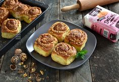 Cuiburi de viespi Romanian Food, Pastry And Bakery, Griddle Pan, Cake Recipes, Deserts, Muffin, Vegetables, Breakfast, Sweet