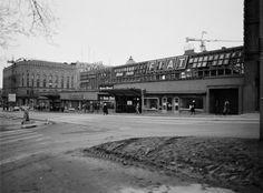 19830307 . Forum, Mannerheimintie 20. Kuvattu Simonkadun puolelta. Helsinki, Map Pictures, Time Travel, Finland, Maps, Nostalgia, Villa, Street View, Black And White