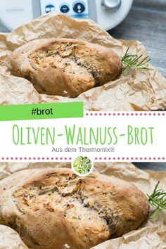 Oliven-Walnuss-Brot aus dem Thermomix® Soft and airy on the inside, crunchy on the outside. With chopped walnuts and spicy black olives, this bread awakens memories of your last vacation. Pain Aux Olives, Banana Pancakes, Banana Bread Recipes, Snacks, Bread Baking, Grilling Recipes, Food And Drink, Ricotta, Zucchini