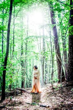 Gorgeous maternity photo in the woods.