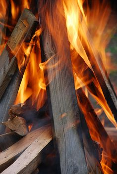 ♪♪ Fires burning, fires burning, draw nearer ♪♪ Outdoor Life, Outdoor Camping, Outdoor Decor, Fire Photography, Fire Image, Autumn Aesthetic, Light My Fire, Fire And Ice, Camping Life