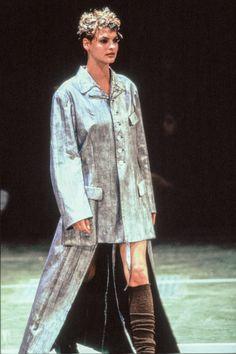 Comme des Garçons Fall 1994 Ready-to-Wear Fashion Show - Linda Evangelista