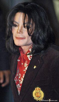 1 de abril de 2004 - En la embajada de Etiopía en Washington, se le entrega a Michael un premio humanitario por la Asociación de Esposas de Embajadores Africanos, en honor a su trabajo por la lucha contra el Sida en Africa.