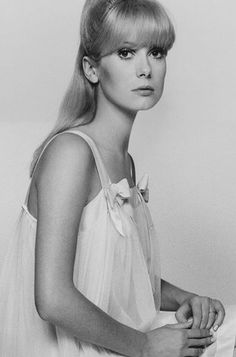 Catherine Deneuve, Isabelle Adjani, Celebrity Portraits, French Actress, Celebs, Celebrities, Beach Pictures, Vintage Hollywood, Classic Beauty