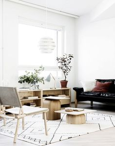 Clean Scandinavian Interior (via Bloglovin.com )