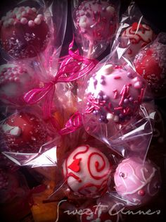 Valentine's cake pops for more check Annes Pastry ! Valentine Cake, Valentines Day, Cake Pops, Fruit, Eat, Holidays, Cakes, Food, Check