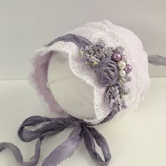 Linen Bonnet by pinkytinks.com Handmade Headbands, Baby Headbands, Baby Sewing Projects, Sewing Crafts, Baby Christening Gowns, Newborn Tieback, Baby Bonnets, Baby Bloomers, Heirloom Sewing