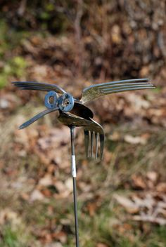 Spoon / fork Hummingbird Recycled Yard Art by nbillmeyer on Etsy Metal Yard Art, Metal Tree Wall Art, Scrap Metal Art, Metal Artwork, Junk Metal Art, Recycled Yard Art, Recycled Garden, Fork Art, Spoon Art