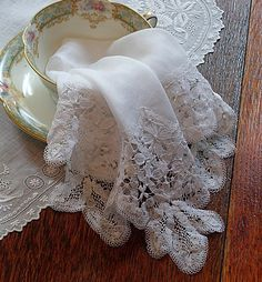 Antique Linen Figural Brussels Lace Wedding Handkerchief, so beautiful~❥. Antique Lace, Vintage Lace, Vintage Romance, Vintage Cups, Raindrops And Roses, Fru Fru, Wedding Handkerchief, Pearl And Lace, Textiles