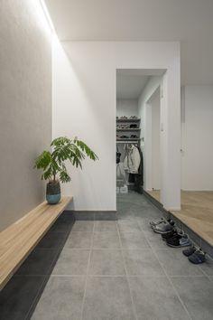 Life Design, House Design, Japanese Modern House, Hurry Home, Interior Architecture, Interior Design, Narrow House, Entry Way Design, Interior Garden