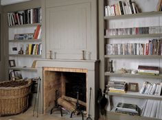 Bibliotheque cheminee Alcove Bookshelves, Classic Fireplace, Rustic Fireplaces, New England Style, Happy House, Sweet Home, New Homes, Interior Design, Room