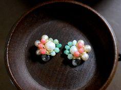 天然石のビジューピアス。天然素材のピアスは色合いが優しくナチュラルです。さりげなくつけたい大人のジュエリー。 ハンドメイド by エイシャNew York. #NY  #new york  #ピアス #天然石 #ハンドメイド #ジュエリー #アクセサリー #海外 #ブランド https://www.facebook.com/Esha.Japan