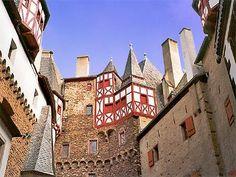 Burg Eltz, het mooiste middeleeuwse kasteel van Duitsland   Kastelen & Vestingsteden