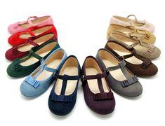 Tienda online de calzado infantil Okaaspain. Calidad al mejor precio hecho en España. Mercedita en serratex con lazo y hebilla.