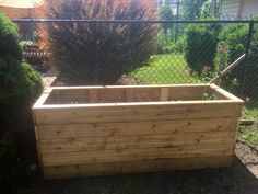 Cedar planter Cedar Planters, Carpentry Projects, Outdoor Furniture, Outdoor Decor, Outdoor Storage, Home Decor, Decoration Home, Room Decor, Interior Design