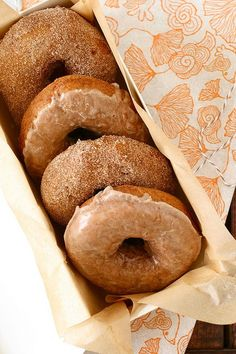 perfect for fall! pumpkin doughnuts