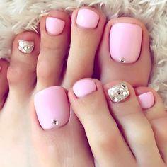 【marin_k7】さんのInstagramをピンしています。 《#フットネイル 春ver. また#ピンク やっぱり好きなのかな… #nail #ネイル #ネイルサロン #春 #pink #桜 #さくらピンク #気分あがる #うきうき #ドイツ式フットケア があるところを選ぶようにしてるんだけど、少ないのよね #フットケアサロン やろうかなw》 Wedding Pedicure, Wedding Nails, Beautiful Nail Designs, Cute Nail Designs, Toe Nail Art, Toe Nails, Toe Polish, Makeup 101, Minimalist Nails