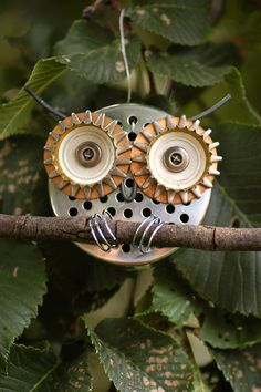 Recycled owl art and an Aussie one at that Garden Owl, Garden Crafts, Garden Junk, Garden Ideas, Garden Gnomes, Garden Planters, Recycled Garden, Recycled Crafts, Metal Yard Art