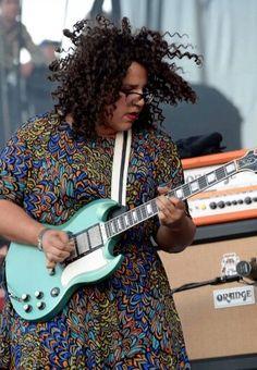 Brittney Howard - Alabama Shakes // vrouwen in vintage met een elektrische gitaar, wat wil je nog meer?