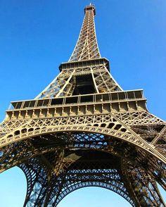 🇫🇷What a sight 😍 #eiffeltower  #paris #travel #adventure #loveit  #thatview #scenic #picturesque #beautiful #blueskies #instatravel #instalove #instagood #visitparis #france #melbournelifelovetravel #memories #instamoments