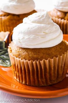 These spiced pumpkin cupcakes with marshmallow frosting are my new favorite fall dessert recipe! Great in our muffin pan (MFN-STD) #baking #recipe #spice #cake