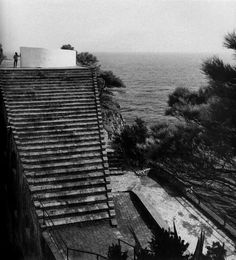 Casa Malaparte is a house on the Isle of Capri which sits on a cliff 32 metres above the sea overlooking the Gulf of Salerno. It was designed in 1937 by Adalberto Libera for the italian writer & journalist Curzio Malaparte. In 1963 the house was used in Le Mépris, a film by Jean-Luc Godard starring Brigitte Bardot.